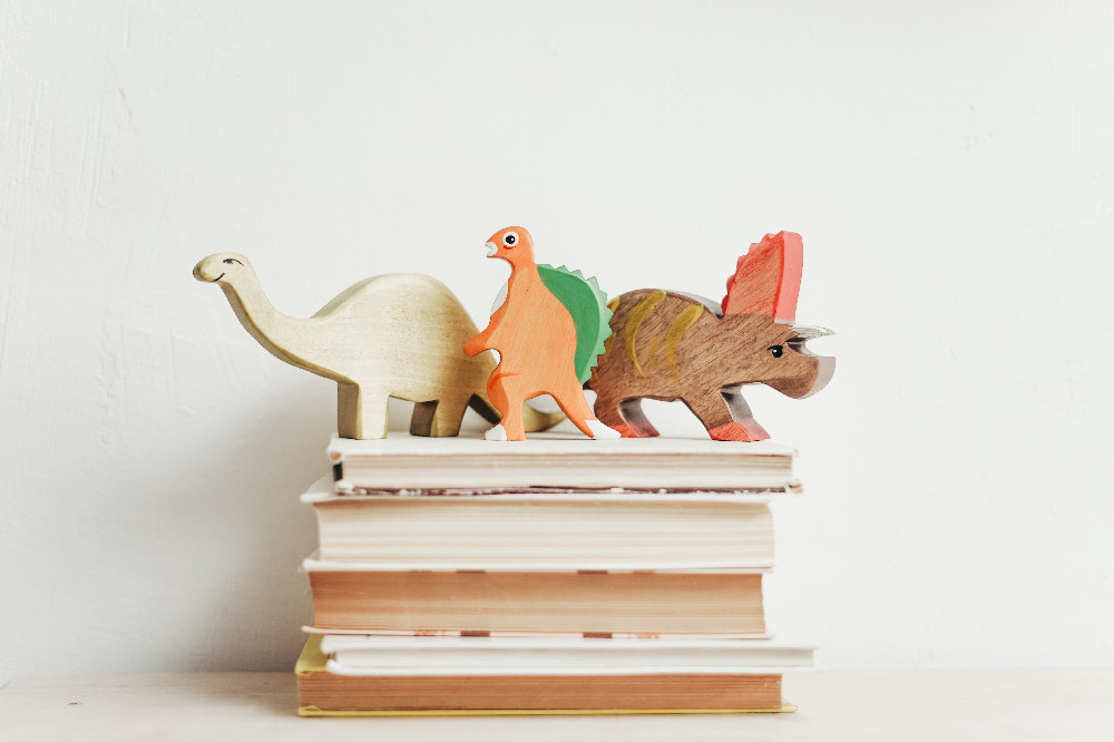 Dinosaurs on books SS